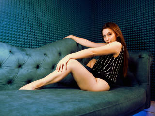 Webcam model HolyNice from XLoveCam
