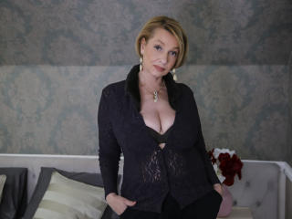 Webcam model HotBlondeLadyX from XLoveCam