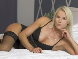 HotSexyNiki panties striptease