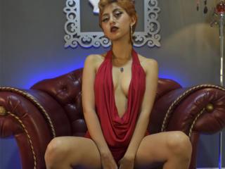 Webcam model HotieVanisha from XLoveCam