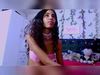 Webcam model IanaBella from XLoveCam