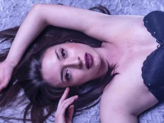 Webcam model IsabellaClarks from XLoveCam