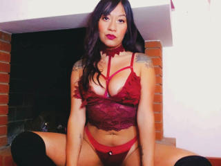 Webcam model IsabellaLatina from XLoveCam