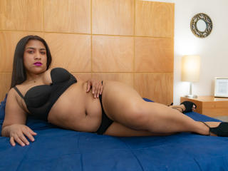 Webcam model IvannaLane from XLoveCam