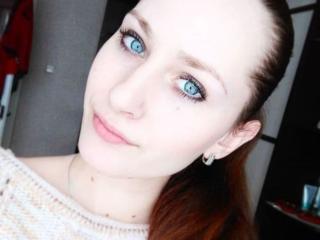 Webcam model JessieQMoon from XLoveCam