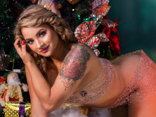 Webcam model JessieeLove from XLoveCam