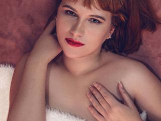 Webcam model JessikaFoster from XLoveCam