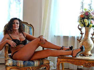 Webcam model JuliannaX from XLoveCam