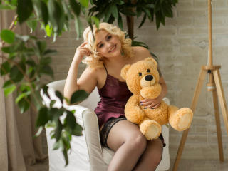 Webcam model JulietKalen from XLoveCam