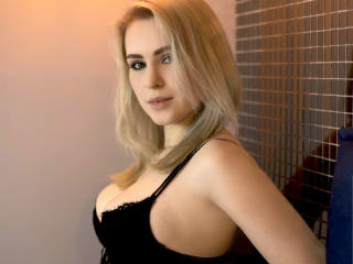 Webcam model KRISSIYOUNG from XLoveCam