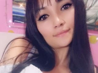 Webcam model KalanyLee from XLoveCam
