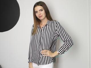 Webcam model KarenWillow from XLoveCam