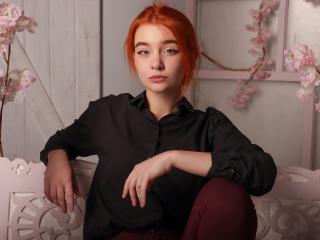 Webcam model KarinaRed from XLoveCam