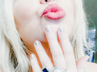 Webcam model KatesClues from XLoveCam