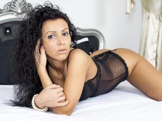 Webcam model KathyWest from XLoveCam