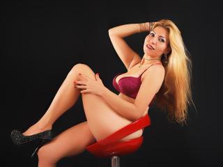 Webcam model KerlyQueen from XLoveCam