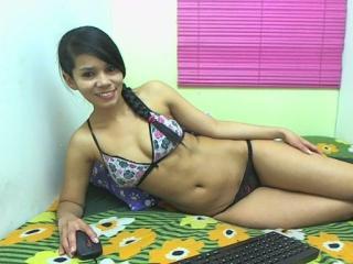 Webcam model Kharla from XLoveCam