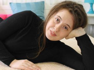 Webcam model KiraBell from XLoveCam
