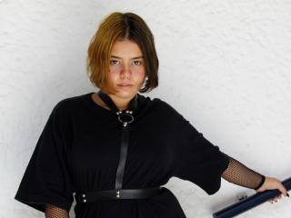 Webcam model KiraNakamura from XLoveCam