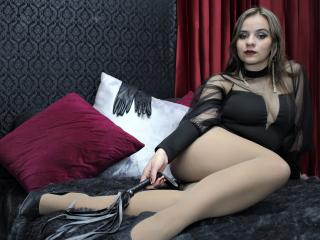 KiraSwitchPlay videochat striptease