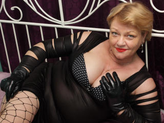 Webcam model LadyHoney from XLoveCam