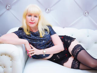 Webcam model LanaGreen from XLoveCam