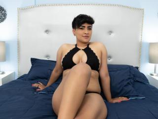 Webcam model LanaMoreau from XLoveCam
