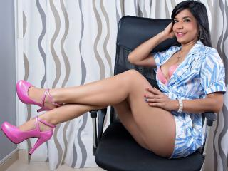 Webcam model LaraVera from XLoveCam