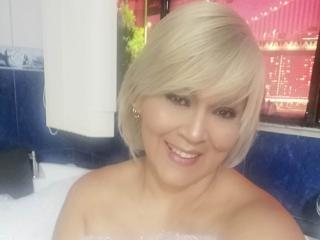 Webcam model LatinaMarry from XLoveCam
