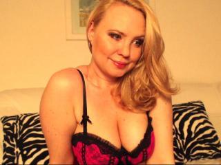 Webcam model LauraLuv from XLoveCam