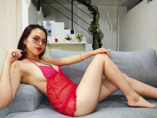 Webcam model LaurenCollins from XLoveCam