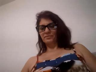 Webcam model LeilaLove from XLoveCam