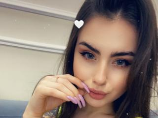Webcam model LiLiKisG from XLoveCam