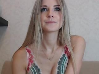 Webcam model LiliCat from XLoveCam
