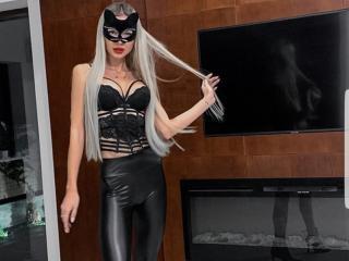 Webcam model LilianaWax from XLoveCam