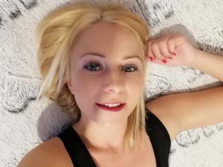 Webcam model LillyEuphoria69 from XLoveCam