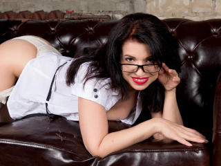 Webcam model LilyDazzling from XLoveCam