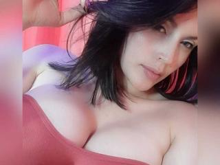 Webcam model LinaStars from XLoveCam