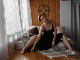Webcam model LindaNeal from XLoveCam