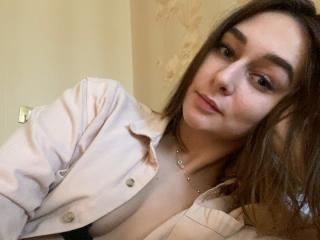 Webcam model LisaIris from XLoveCam