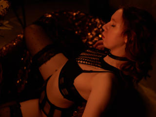 Webcam model LizaShy from XLoveCam