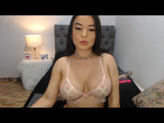 Webcam model LolaRosse from XLoveCam