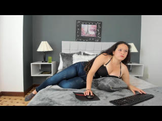 Webcam model LoraineEvans from XLoveCam