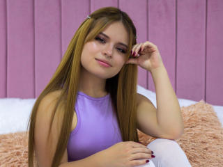 Webcam model LorenZoe from XLoveCam