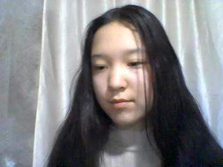 Webcam model LouiseTheresa from XLoveCam