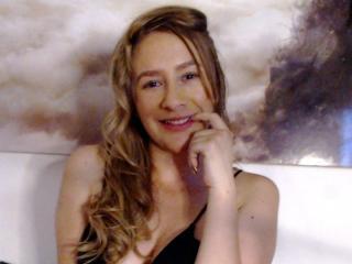 Webcam model LovelyParis from XLoveCam