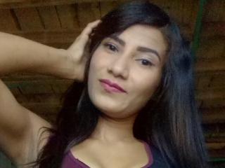 Webcam model LuciaHotxx from XLoveCam
