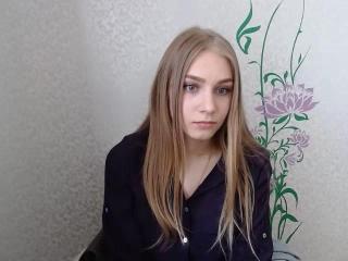 Webcam model LuckyJulya from XLoveCam