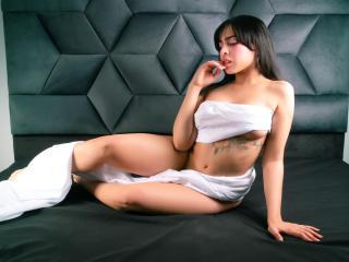 Webcam model LucyAdamss from XLoveCam