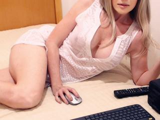 Webcam model LucyBenz from XLoveCam